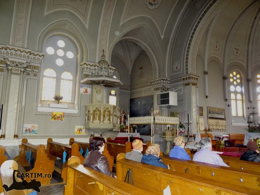 Biserica interior