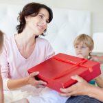 5 idei de cadouri speciale pentru nasii de cununie!